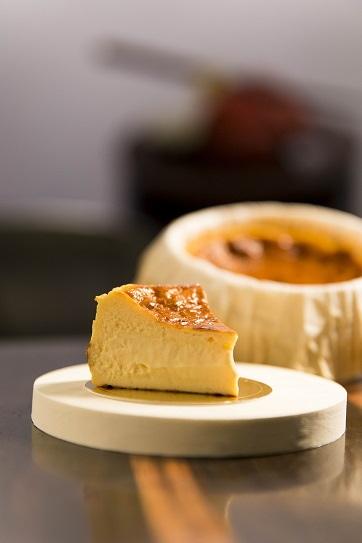 Waku Ghin_Basque Cheesecake_1.jpg