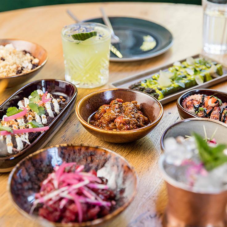 Les plats à partager de Manzili, au Jardin des Plantes à Paris. ©TheTravelBuds