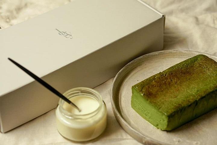 logy 最新推出的抹茶生巧克力蛋糕佐萊姆奶油醬。(圖片取自 logy 臉書)