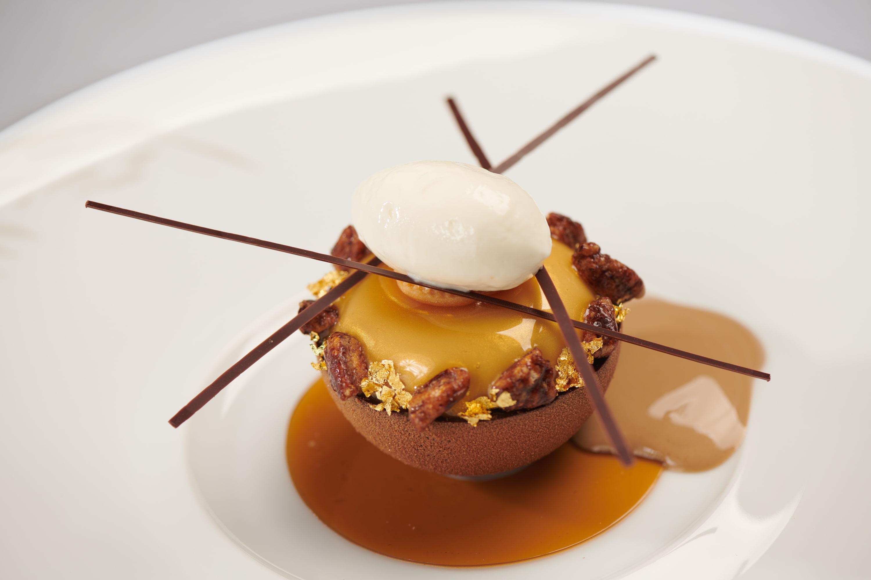 La Sphere Espresso made with coffee crémeux, caramelised pecan nuts and mascarpone ice cream (Photo: L'Envol)