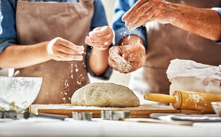 A bread making process. (© Shutterstock)