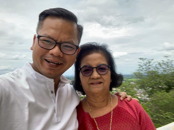 เชฟหนุ่มกับคุณแม่ (© Thaninthorn Chantrawan)