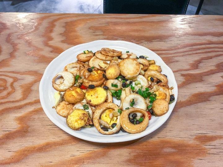 巷子龍家常菜即之前的談話頭餐廳,提供湘菜與江浙菜美食,湖南金錢蛋、無錫排骨等,都是推薦菜色。