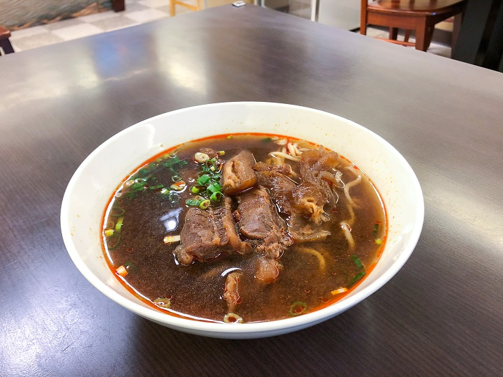 It's worth mentioning that the delicious beef noodle soup at Ke Kou Beef Noodles is boiled with  more than 30 kinds of traditional Chinese herbs.
