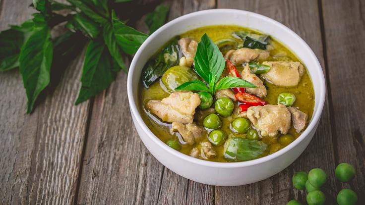 แกงเขียวหวานอาหารไทยจานขึ้นชื่อ (© Shutterstock)