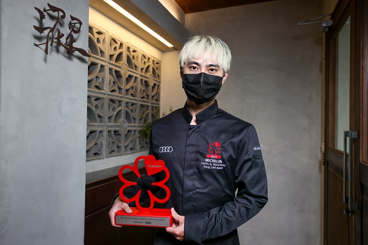 Chef Yi Hua LIN 林佾華 of Sur in Taichung is the winner of this year's MICHELIN Young Chef Award.