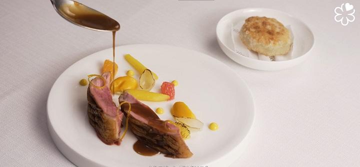「呱慕香看」(Pingtung Duck in 2 Way, Carrot, Citrus, Sauce Bigarade, Australia Black Truffle and Foie Gras Tourte)
