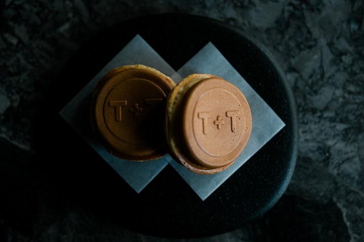 T+T 的經典菜色「「松露/鴨肝/車輪餅」。(圖片:T+T 提供)