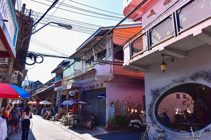 The charming Chanthaboon riverside community in Chanthaburi. (Jesse33 / Shutterstock.com)