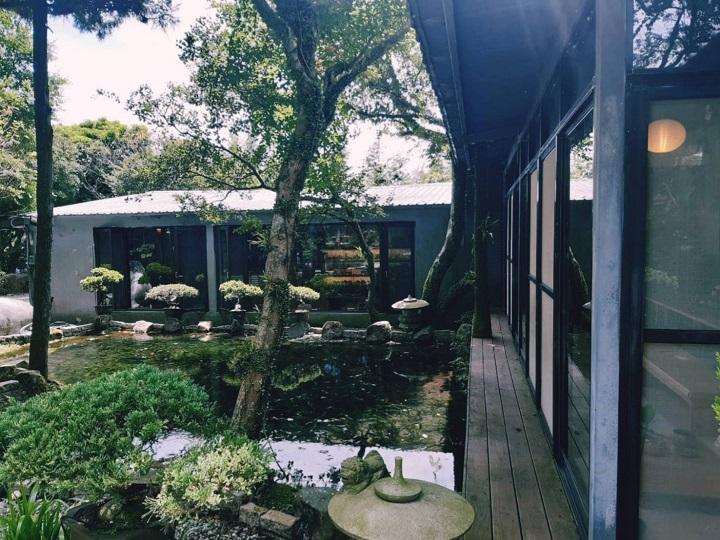 陽明春天(士林)若水茶室外一景。水池底也是採用對環境友善的方式建造。(謝明玲攝)