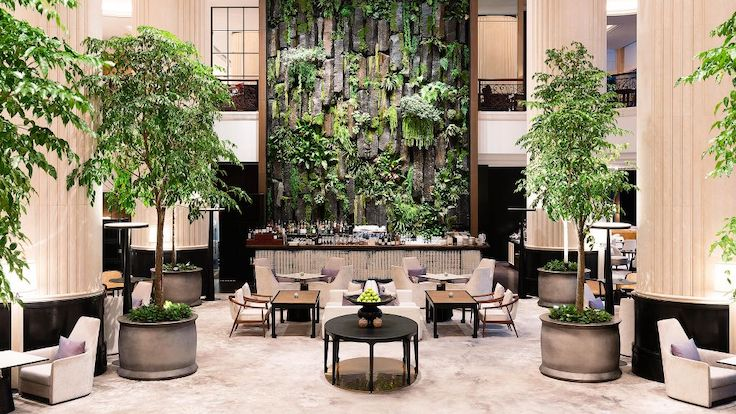 Family-friendly Shangri-La Hotel Singapore pampers its guests with lush surroundings and gourmet packages. (Photo by Shangri-La Hotel Singapore)