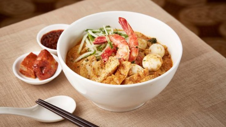 Learn the finer points of local heritage cuisine with Fullerton chefs in their laksa making workshop. (Photo by The Fullerton Hotel Singapore)