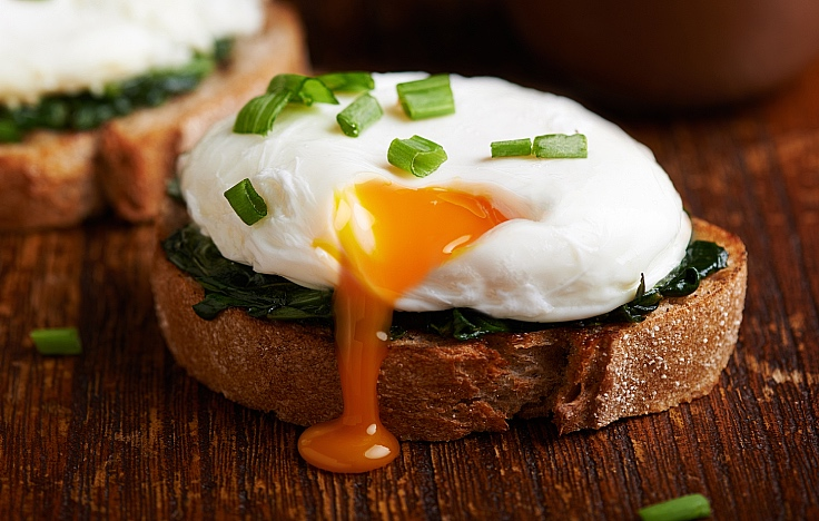 Who doesn't enjoy running poached eggs? (© Shutterstock)