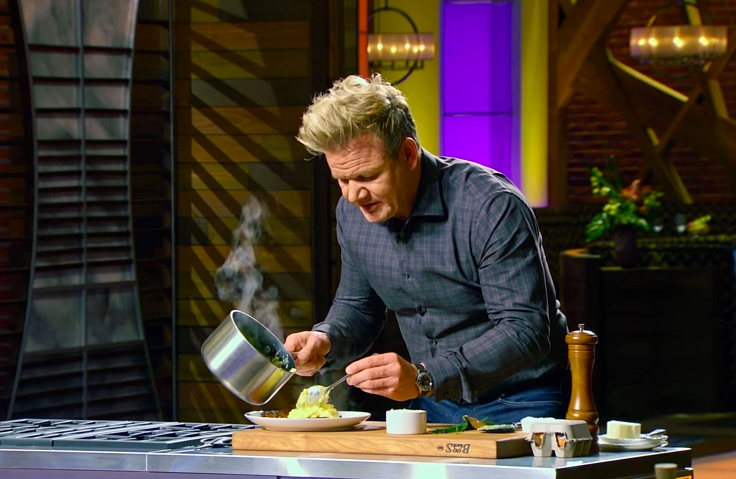 The acclaimed chef Gordon Ramsay and his famous scrambled eggs. (© Master Chef)
