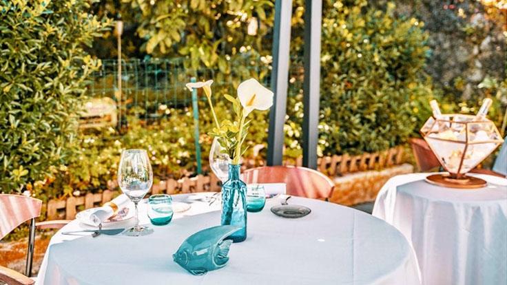 Mesas en la terraza © Liviu T. Zaiat/El Café de Pandora