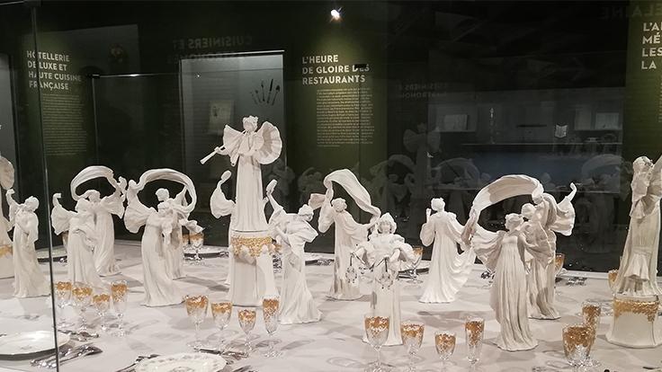 """L'exposition """"À table. Le repas, tout un art"""" se tient à Sèvres - Manufacture et musée nationaux  © C. Dupuis / Michelin"""