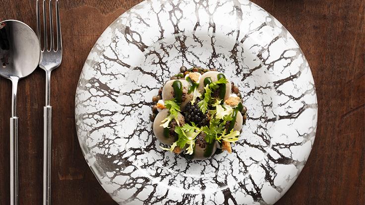 La salade de lentille tiède du chef du restaurant Origines (Le Broc), Adrien Descouls © DR